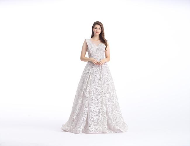 Grace White Lace Embroidery Simple Elegant Wedding Dresses Sleeveless U - Neck