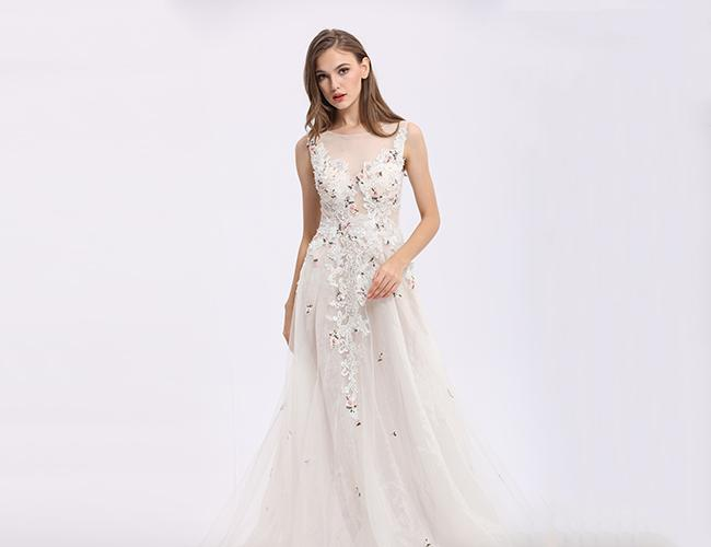 Classical White Party Dresses For Women , Lace Appliqued Long Evening Dresses