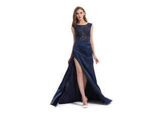 China Long Dress Elegant Ladies Evening Dresses Half Sleeves With Soft Handfelling supplier