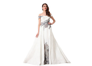 China Elegant White Ladies Off Shoulder V Neck Wedding Dress Fully Lined Custom Size supplier